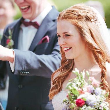 Gluecksbraeute Brautstyling Hochzeit – gesehen bei frauimmer-herrewig.de