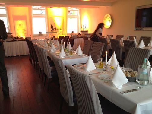 Eingedeckte Tische für Hochzeit – gesehen bei frauimmer-herrewig.de