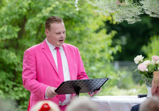 Freier Redner Marco Jaeger Hochzeit Carina Marcel – gesehen bei frauimmer-herrewig.de