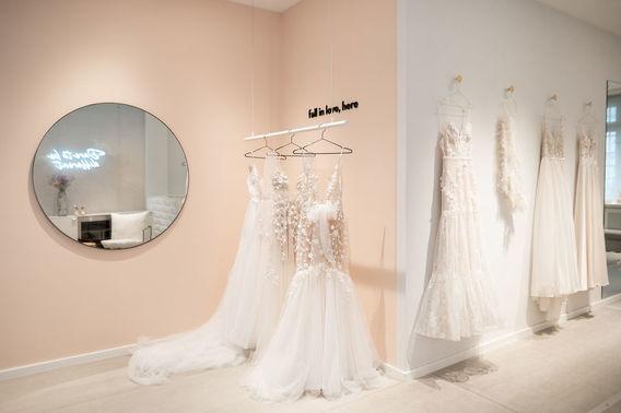 Brautkleider von IamYours Bridal Concept Store  – gesehen bei frauimmer-herrewig.de