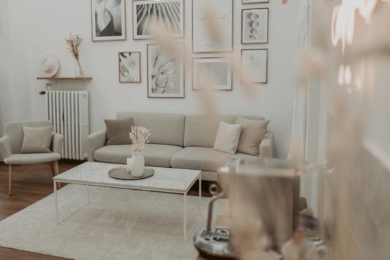 Brautmodeboutique Loungebereich – gesehen bei frauimmer-herrewig.de
