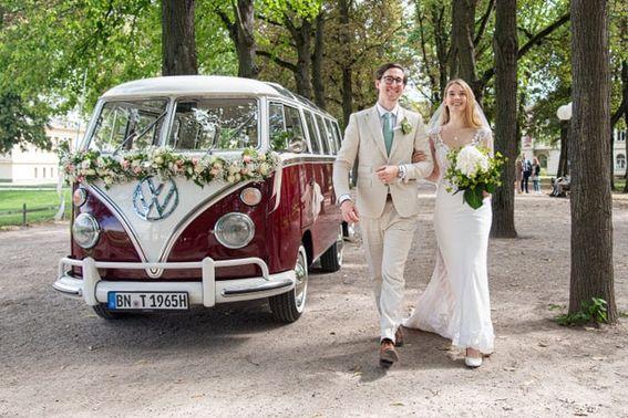VW Bus für die Hochzeit - Foto: boogwhiteside.photography – gesehen bei frauimmer-herrewig.de