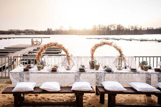 Boho Hochzeitsfeier am See – gesehen bei frauimmer-herrewig.de