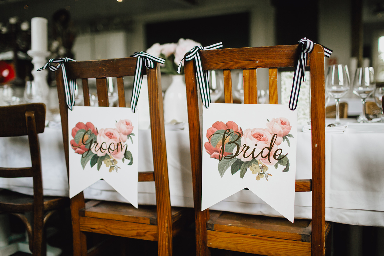 Whoiswedding hochzeitplaner weddingplanner duesseldorf essen bride groom Mr Mrs schilder stuehle