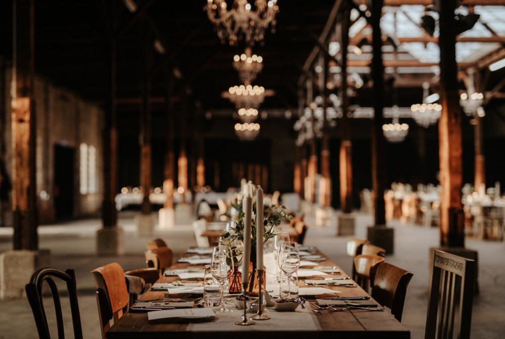 Gare du Neuss festliche Tischdekoration Tafel Hochzeitslocation