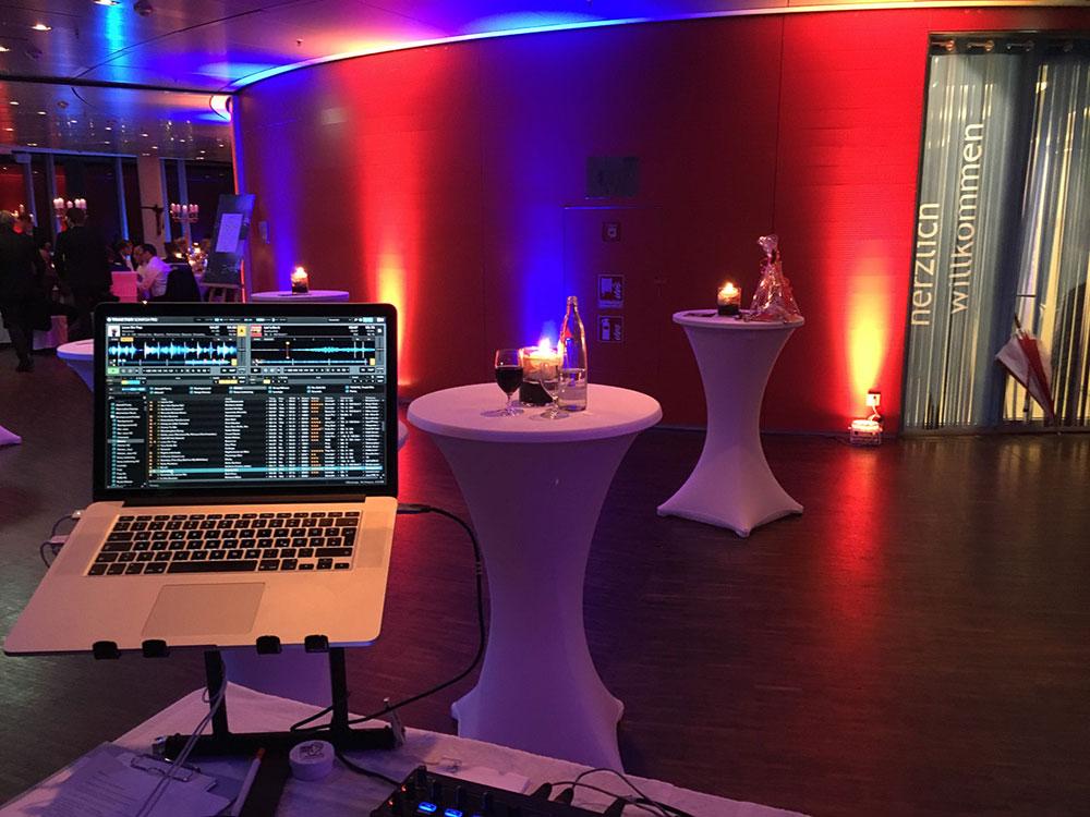 Paul van Groove DJ Pult