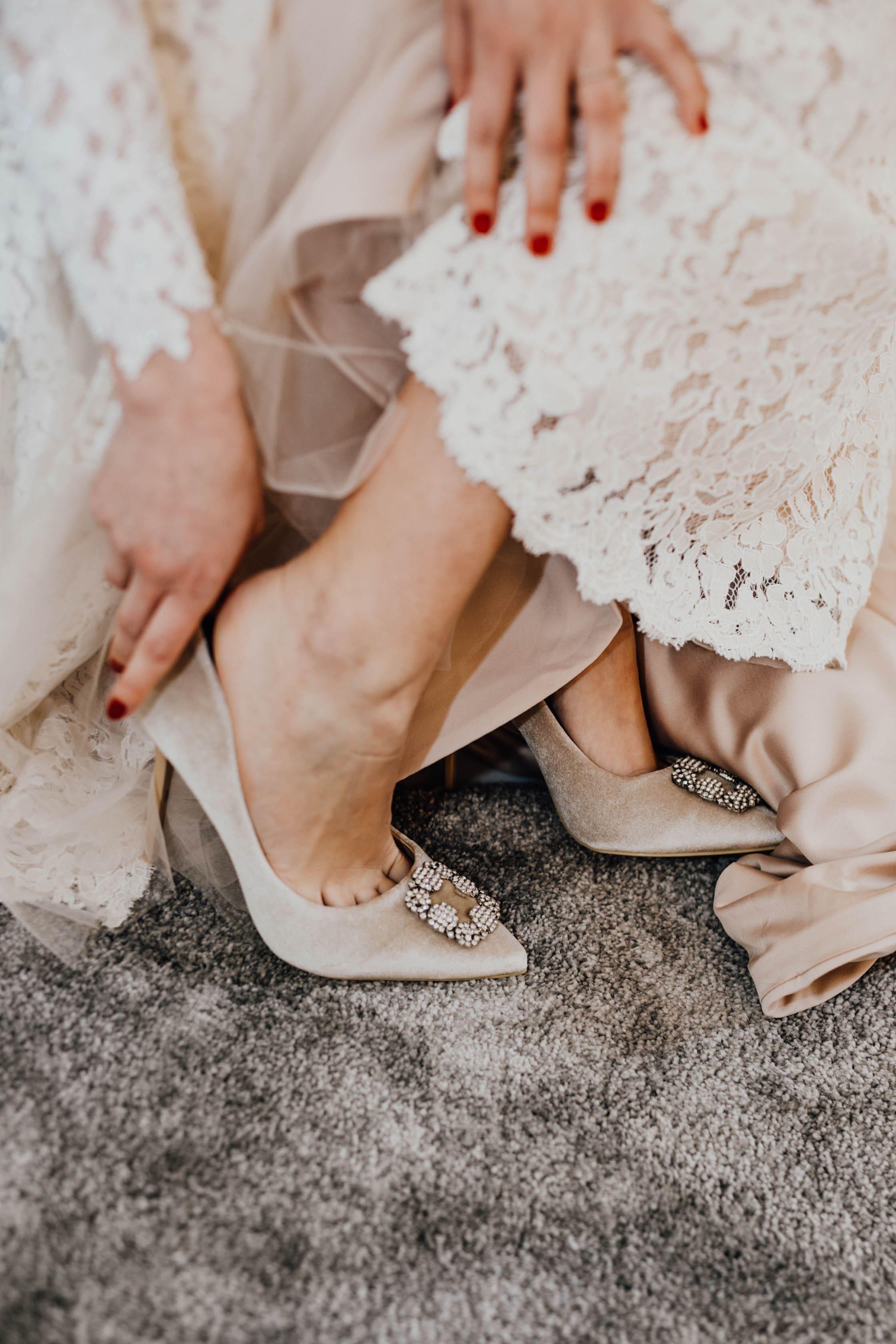 Jennifer Mastroianni Bridal beauty store 12 min