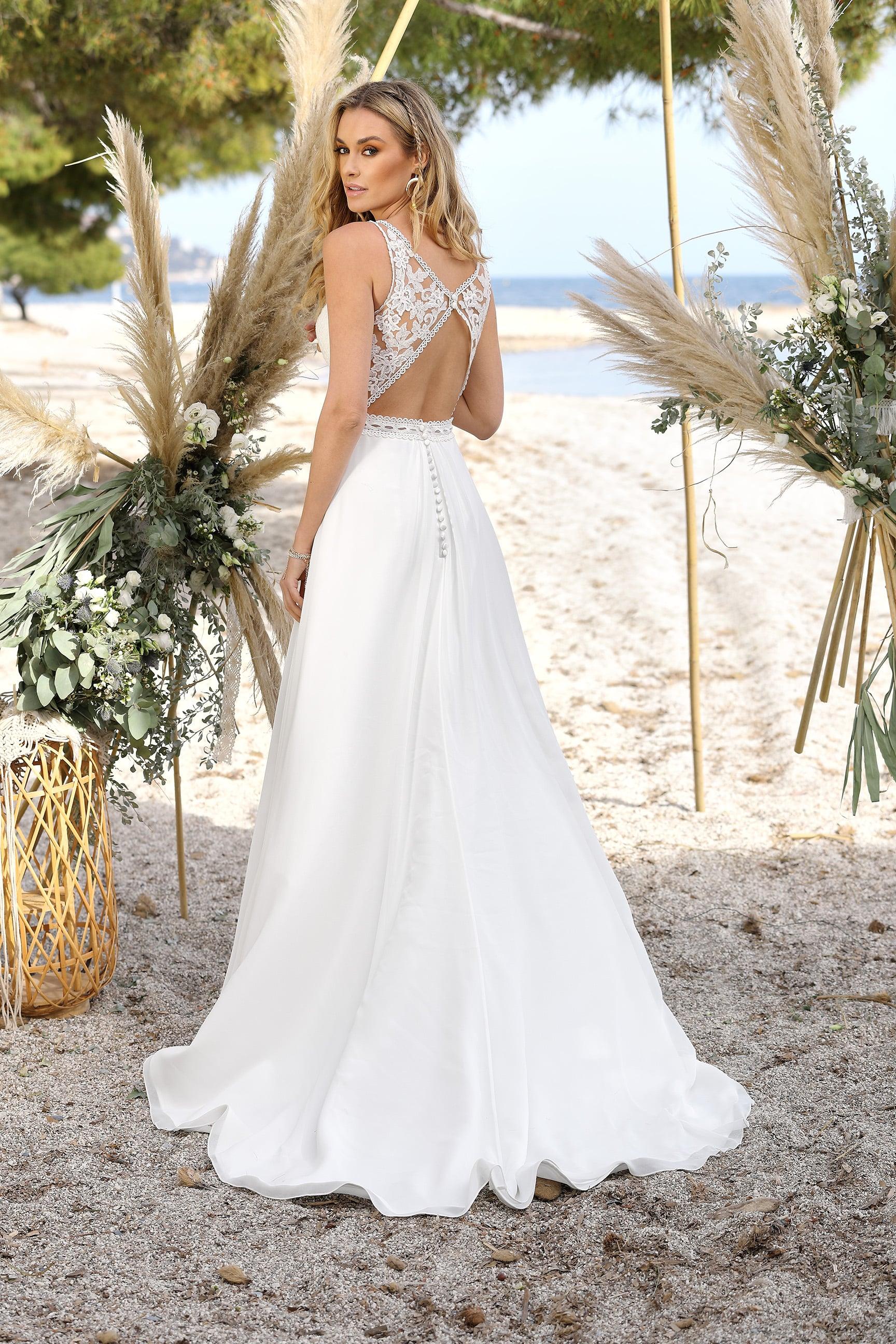 Das gilt es bei der Suche nach dem Brautkleid zu beachten - Frau