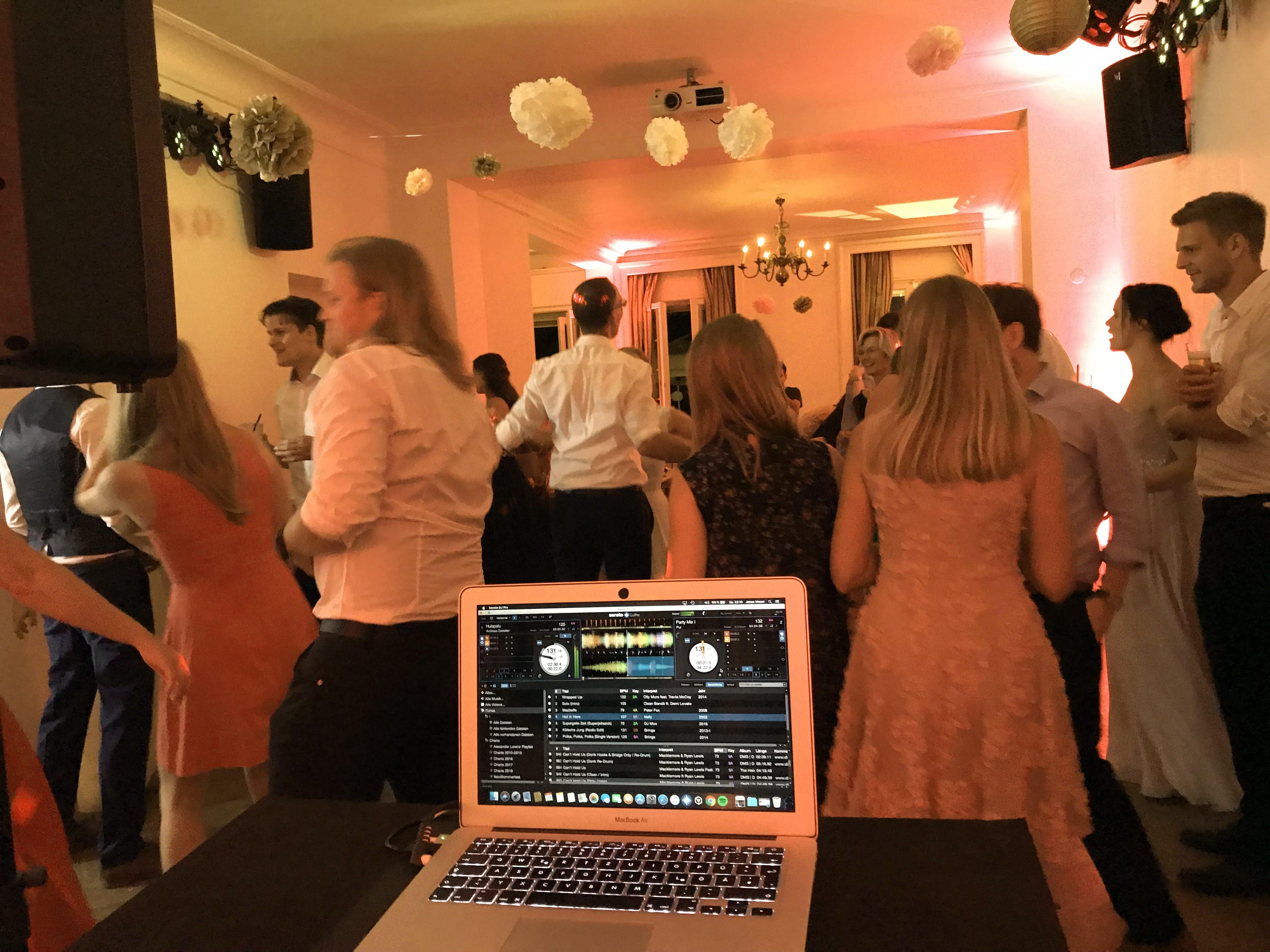 Jonas Moser DJ DJ Hochzeit 05 – gesehen bei frauimmer-herrewig.de