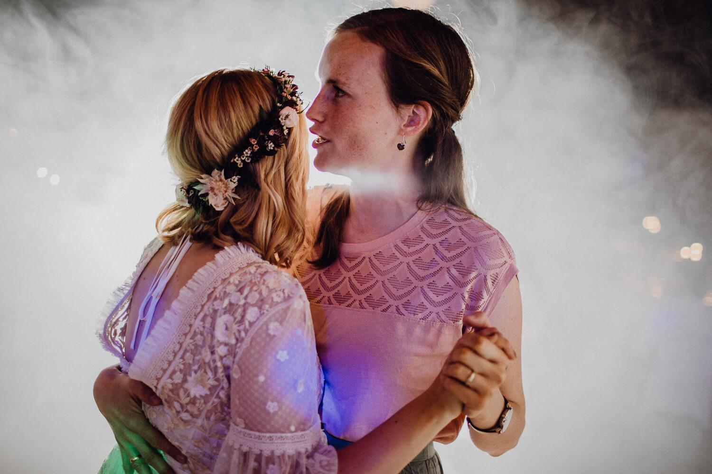 Hochzeitsfotograf koeln bonn duesseldorf karoundjens jens wenzel karolin schell 169 JW 42176 – gesehen bei frauimmer-herrewig.de