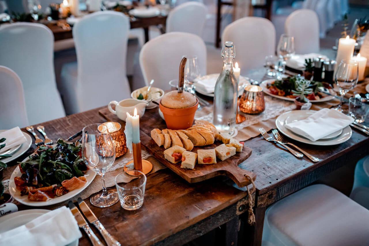 Hochzeitsfeier Tischdeko – gesehen bei frauimmer-herrewig.de