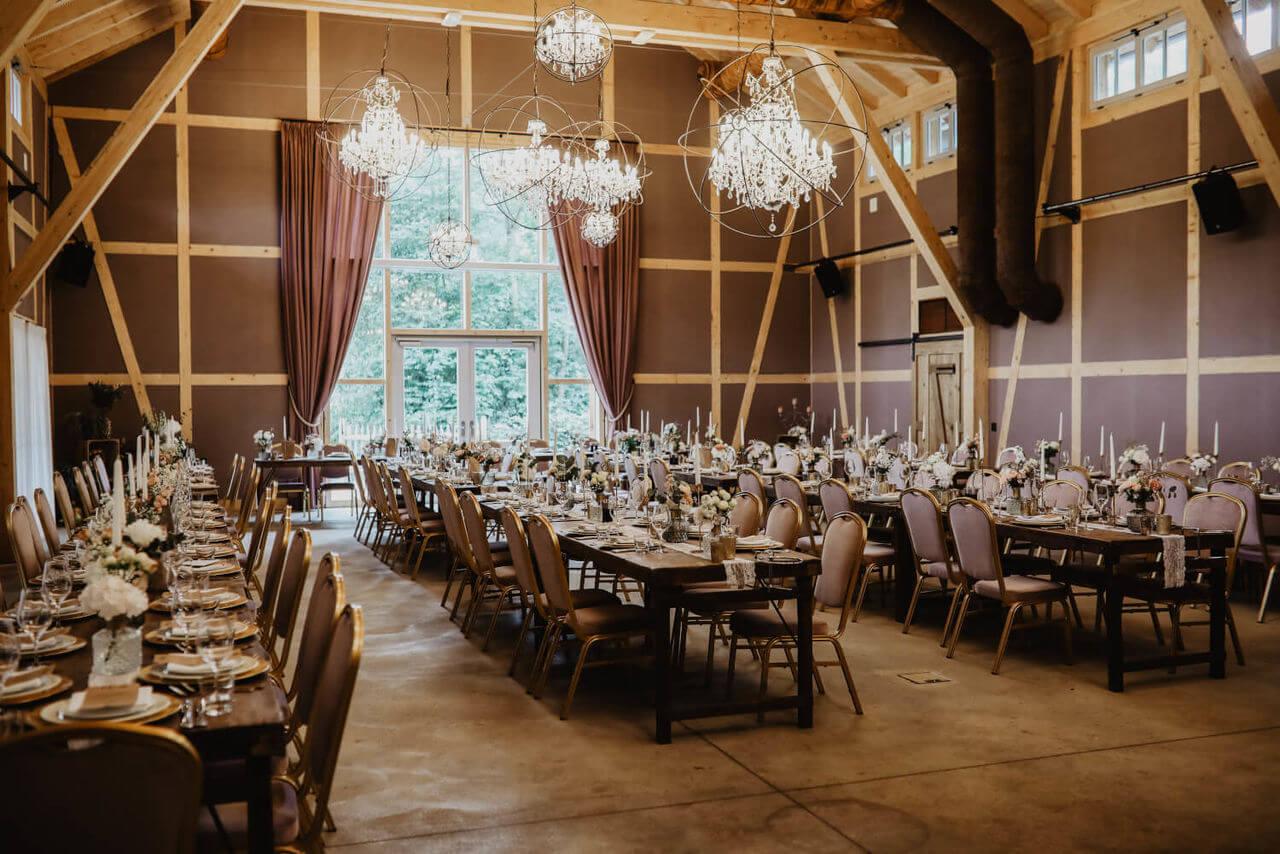 Festsaal Hochzeit in der Scheune – gesehen bei frauimmer-herrewig.de