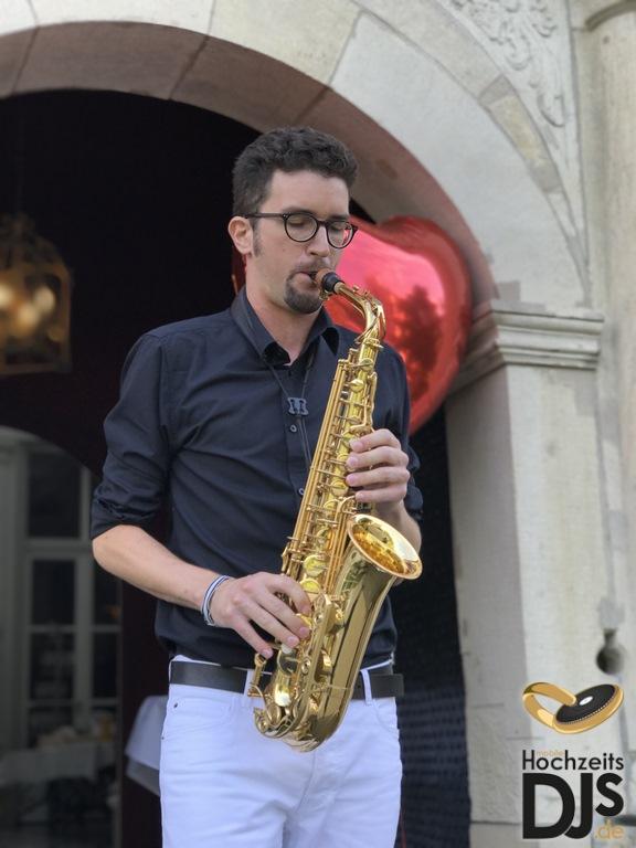 Empfang Saxophon by Mobile Hochzeits DJs 02 – gesehen bei frauimmer-herrewig.de