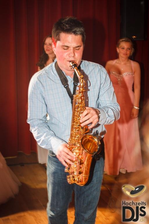 Hochzeitsfeier Saxophon by Mobile Hochzeits DJs 02 – gesehen bei frauimmer-herrewig.de