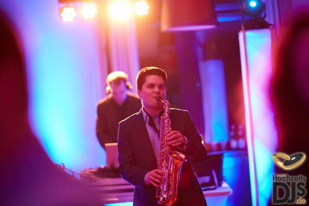 Saxophon by Mobile Hochzeits DJs – gesehen bei frauimmer-herrewig.de