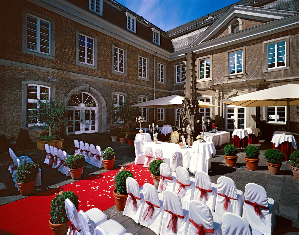 Wolkenburg Innenhof Hochzeit