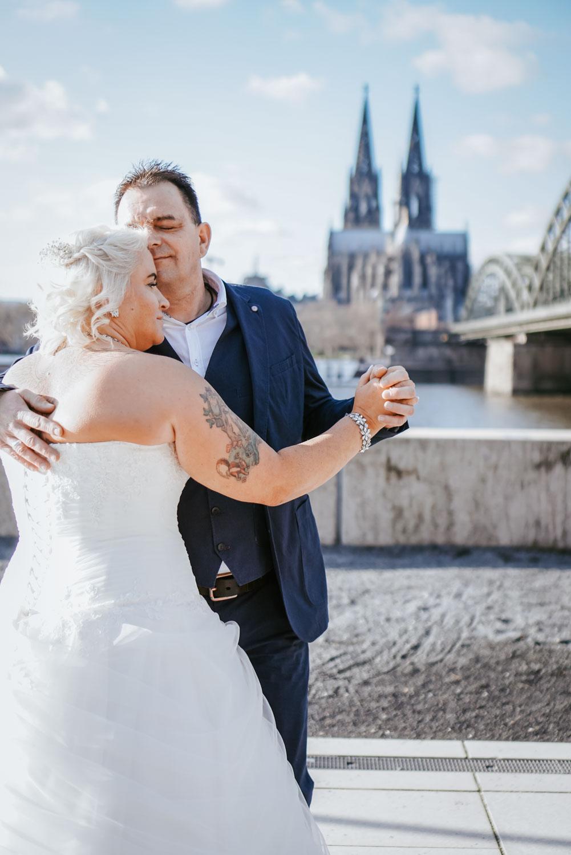 Hochzeitsfotografie Koeln Behind The Curtain Photography 023 – gesehen bei frauimmer-herrewig.de