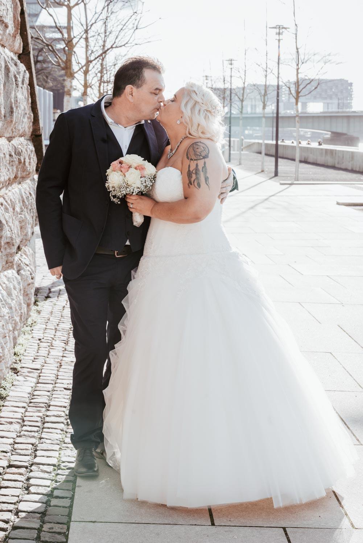 Hochzeitsfotografie Koeln Behind The Curtain Photography 031 – gesehen bei frauimmer-herrewig.de