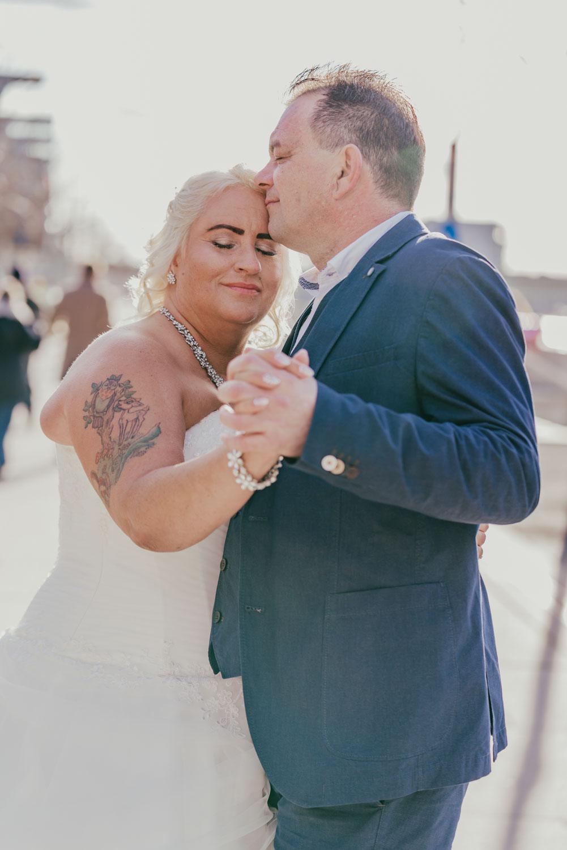 Hochzeitsfotografie Koeln Behind The Curtain Photography 035 – gesehen bei frauimmer-herrewig.de