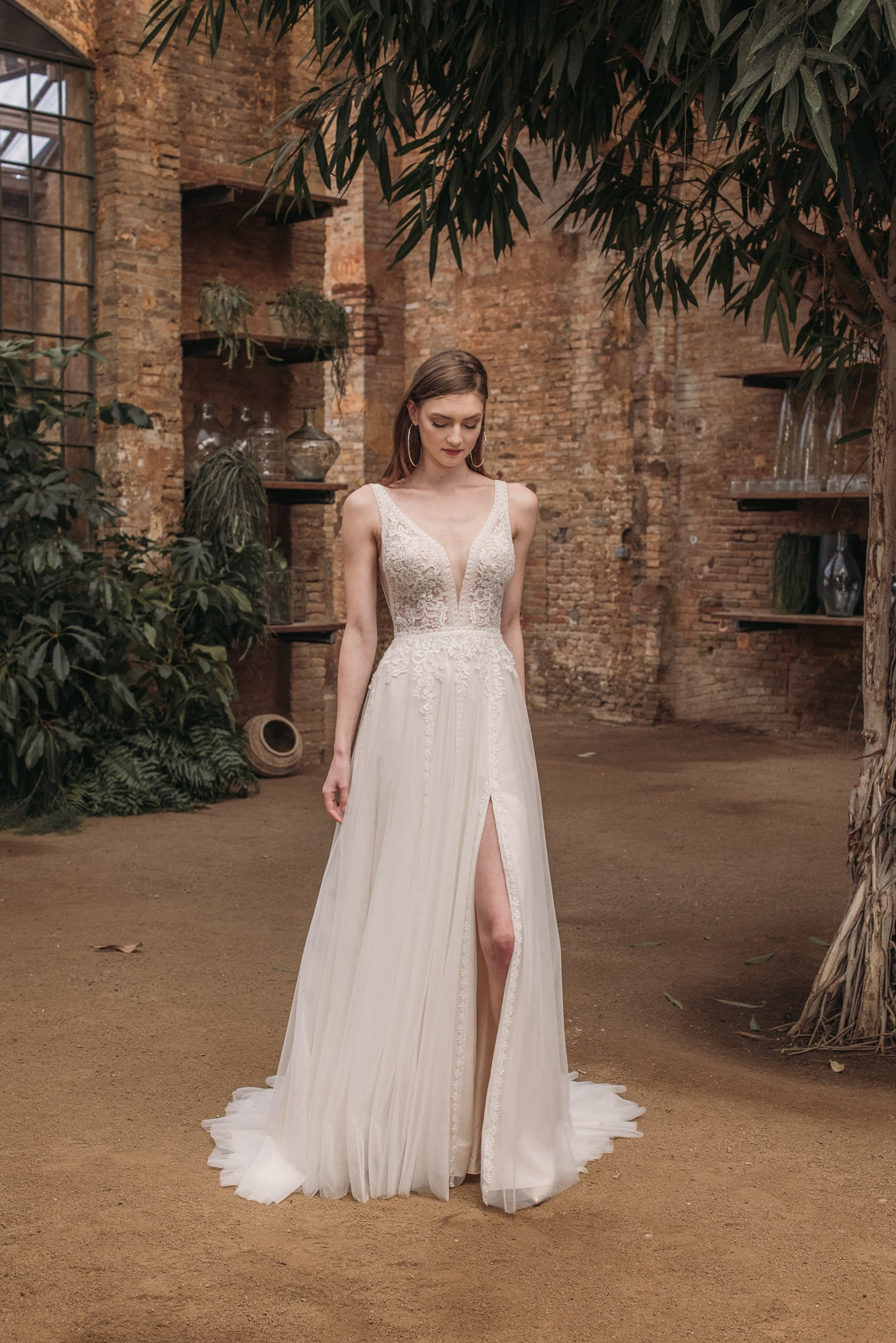 elegantes Hochzeitskleid mit Beinschlitz – gesehen bei frauimmer-herrewig.de
