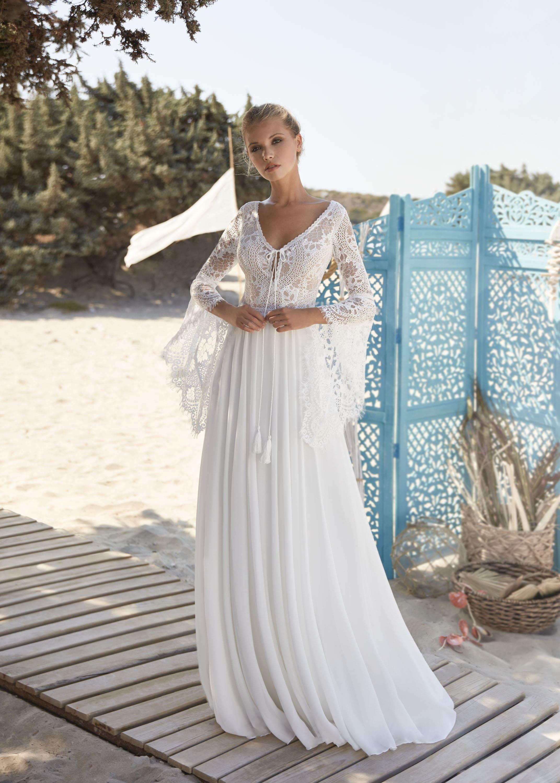 Hochzeitskleid mit weiten Ärmeln für Hochzeit am Strand – gesehen bei frauimmer-herrewig.de
