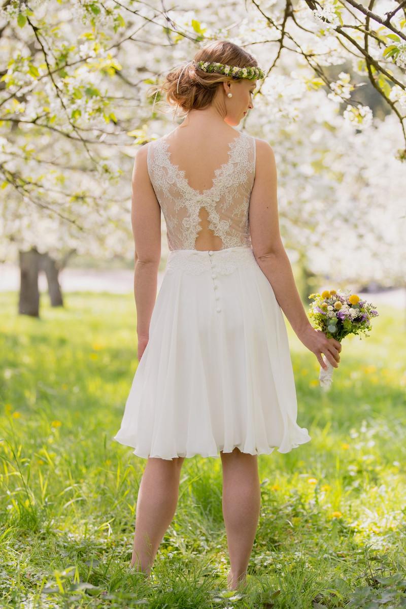 Claudia Heller Modedesign kurzes Brautkleid Lilli 7 min – gesehen bei frauimmer-herrewig.de