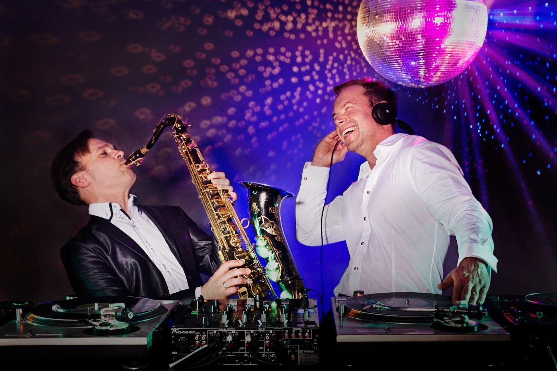 DJ Ingo mit Live Musik Saxophonist – gesehen bei frauimmer-herrewig.de