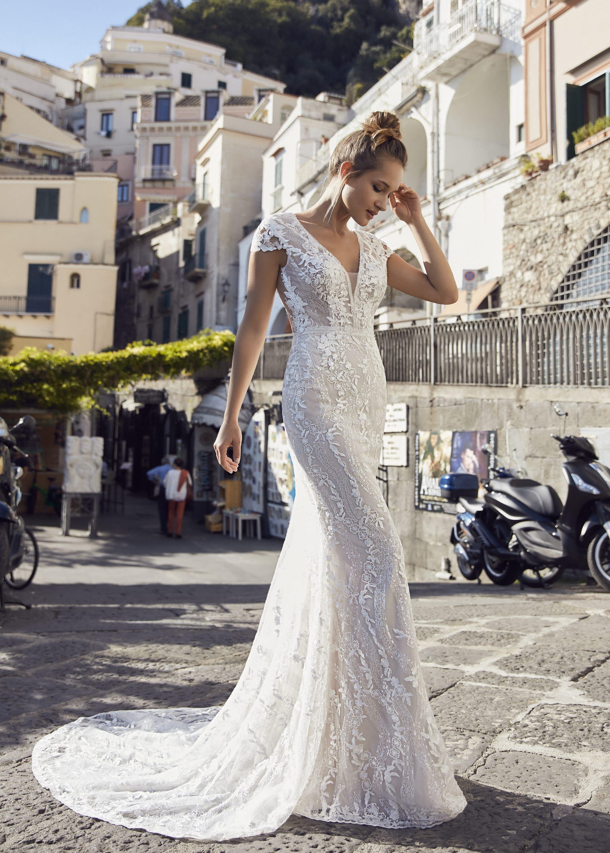 figurbetontes Hochzeitskleid mit Schleppe – gesehen bei frauimmer-herrewig.de