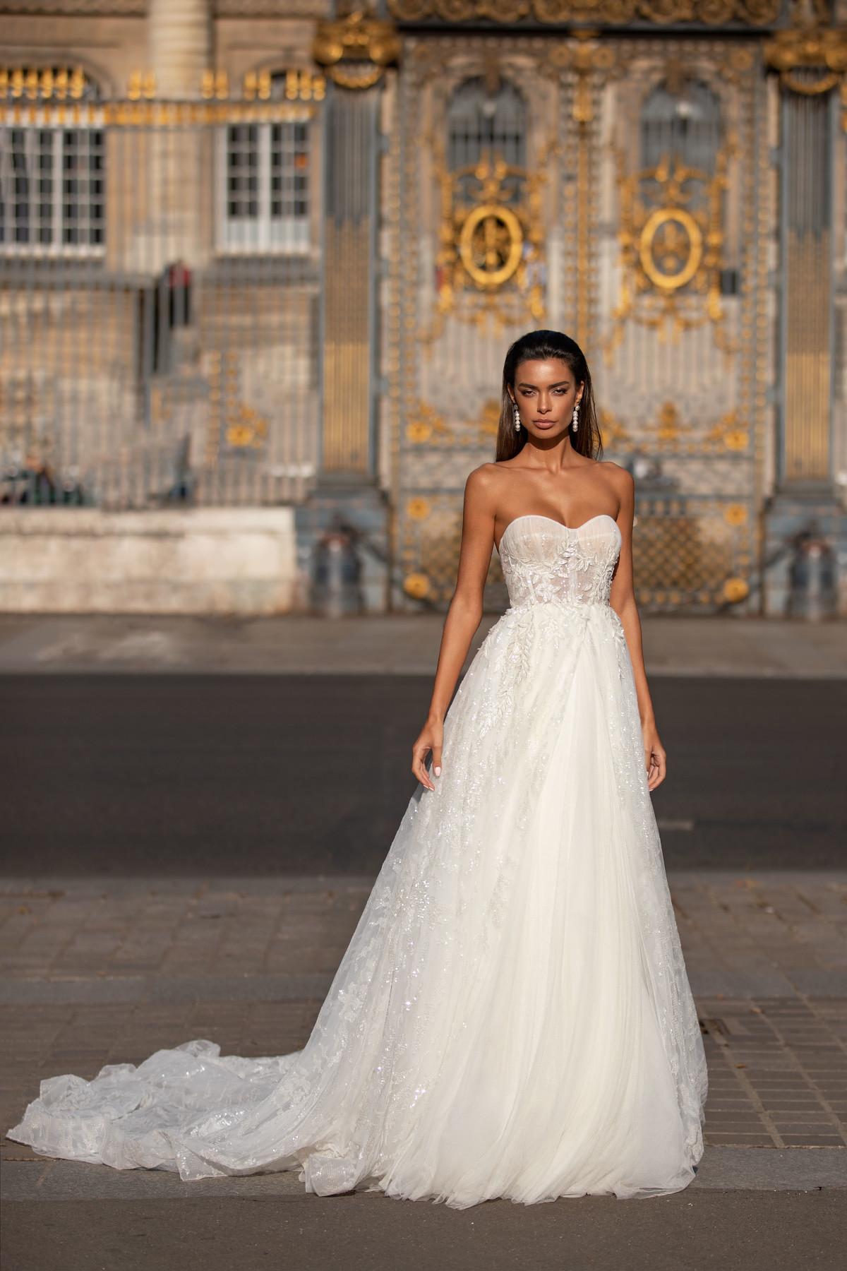 Prinzessinenkleid mit Schleppe und Pailetten für die Hochzeit – gesehen bei frauimmer-herrewig.de