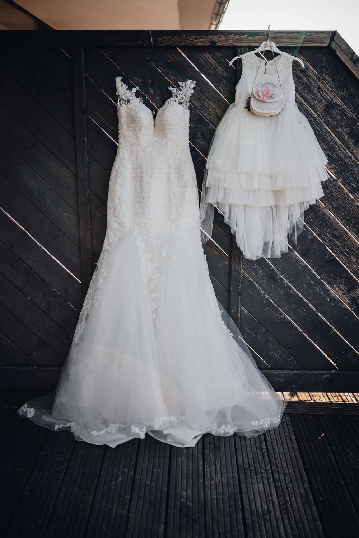 Weißes Brautkleid mit Spitze – gesehen bei frauimmer-herrewig.de