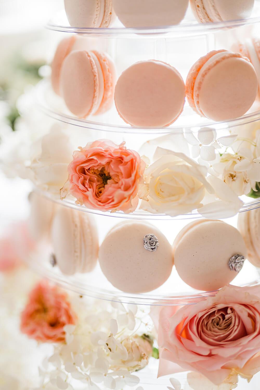 Rosa Macarons mit Rosendeko – gesehen bei frauimmer-herrewig.de