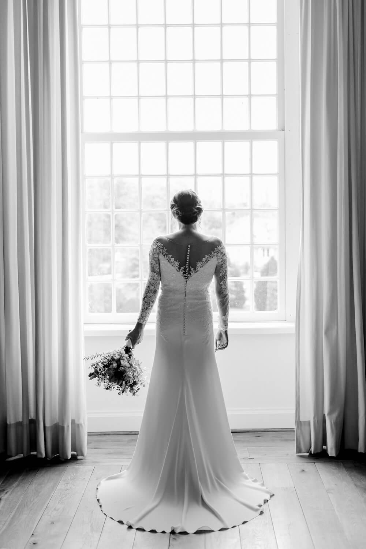 Brautkleid mit Spitzendetails – gesehen bei frauimmer-herrewig.de