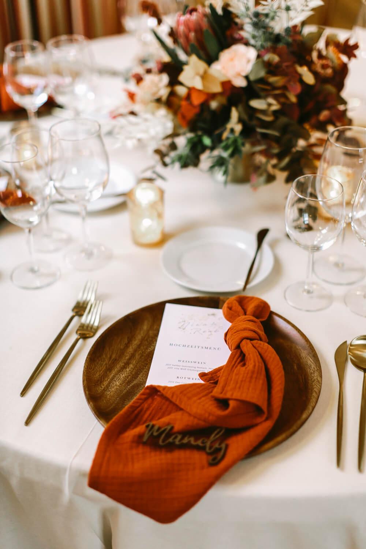 Tischdeko in Herbstfarben – gesehen bei frauimmer-herrewig.de