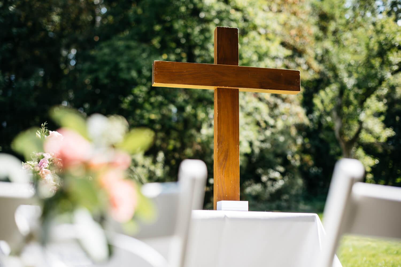Kirchliche Trauung unter freiem Himmel – gesehen bei frauimmer-herrewig.de