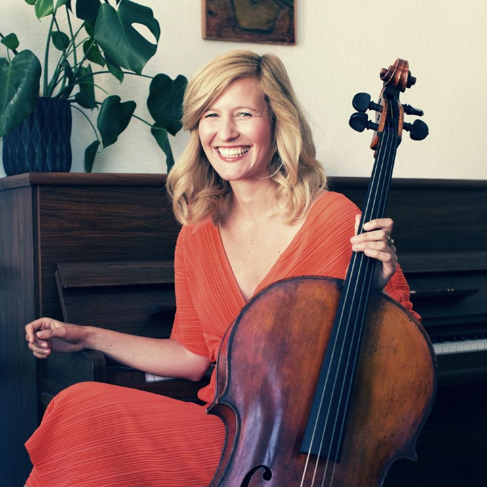 Ella Rohwer am Cello – gesehen bei frauimmer-herrewig.de
