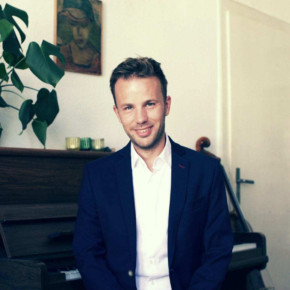 Max Blumentrath am Piano – gesehen bei frauimmer-herrewig.de