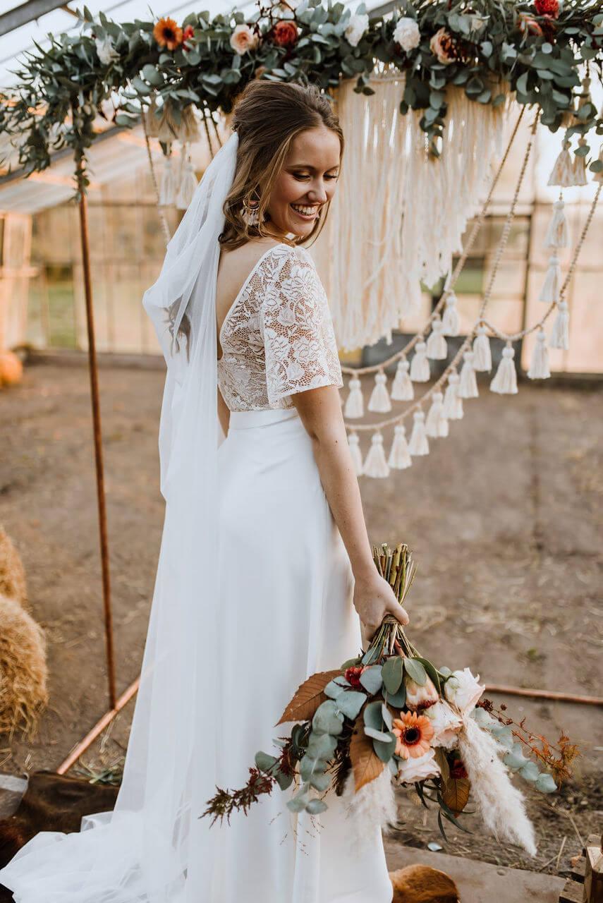 Brautkleid im Boho-Style mit transparenter Spitze – gesehen bei frauimmer-herrewig.de
