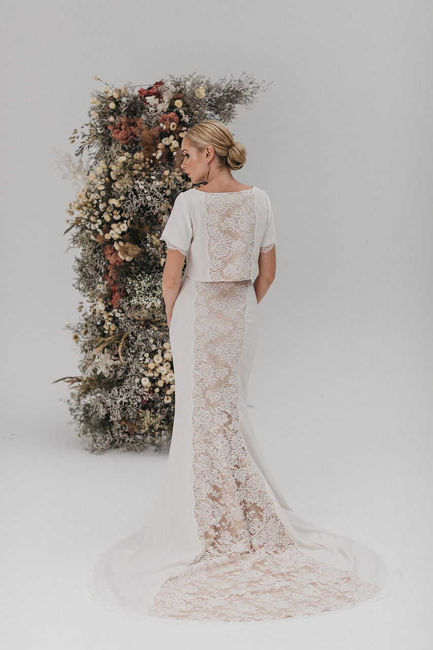 Zweiteiler Brautmode mit transparenter Spitze – gesehen bei frauimmer-herrewig.de