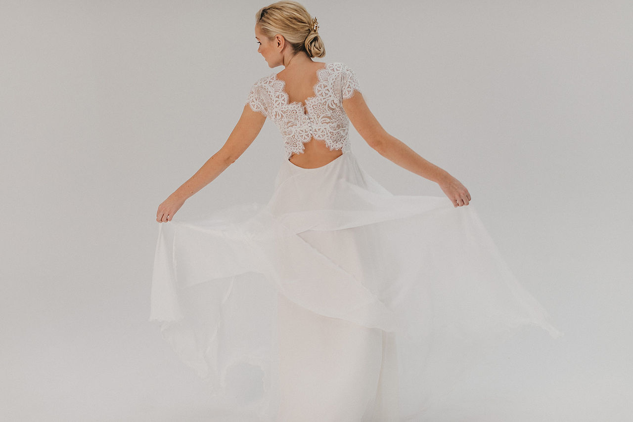 Brautkleid mit Spitzenoberteil – gesehen bei frauimmer-herrewig.de
