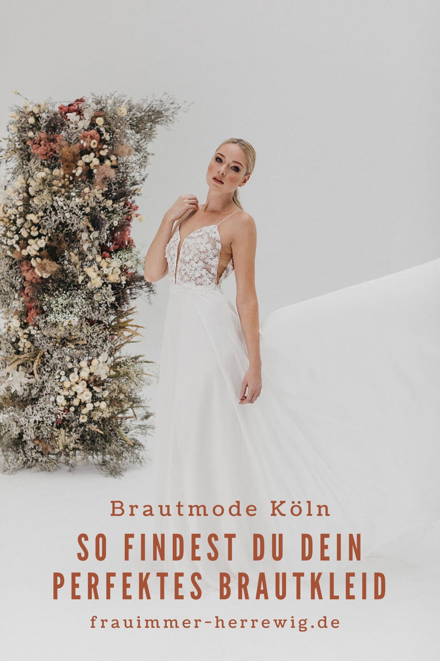 Hochzeitskleid mit transparenter Spitze – gesehen bei frauimmer-herrewig.de