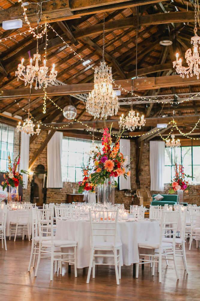 Florales Dekokonzept für die Hochzeitsfeier – gesehen bei frauimmer-herrewig.de
