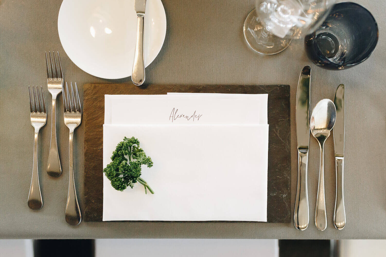 Elegantes Tischservice Hochzeit – gesehen bei frauimmer-herrewig.de