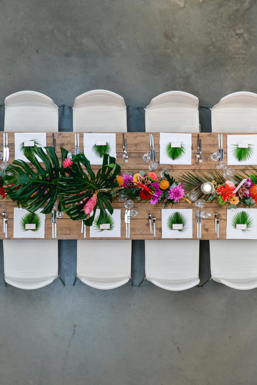 Hochzeits Tischservice im Tropical Look – gesehen bei frauimmer-herrewig.de