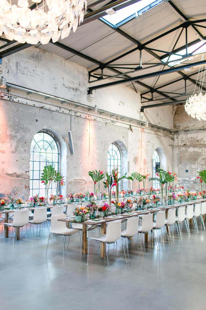 Tropical Hochzeitsfeier mit Industrial Flair – gesehen bei frauimmer-herrewig.de