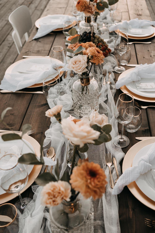 Tischdekoration mit Rosen – gesehen bei frauimmer-herrewig.de