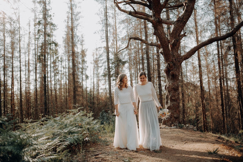 Fotoshooting Hochzeit im Wald – gesehen bei frauimmer-herrewig.de