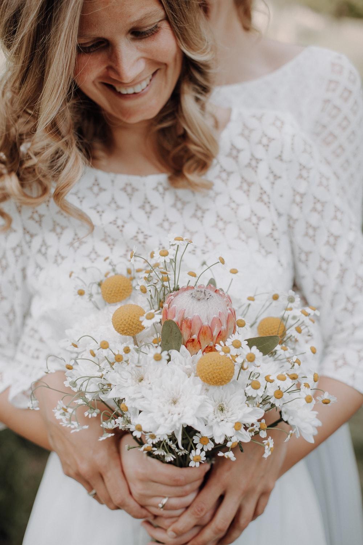 Brautstrauß weiß-gelb – gesehen bei frauimmer-herrewig.de