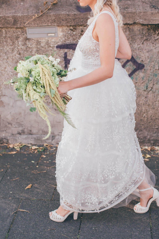 Boho-Brautkleid mit Spitzendetails – gesehen bei frauimmer-herrewig.de