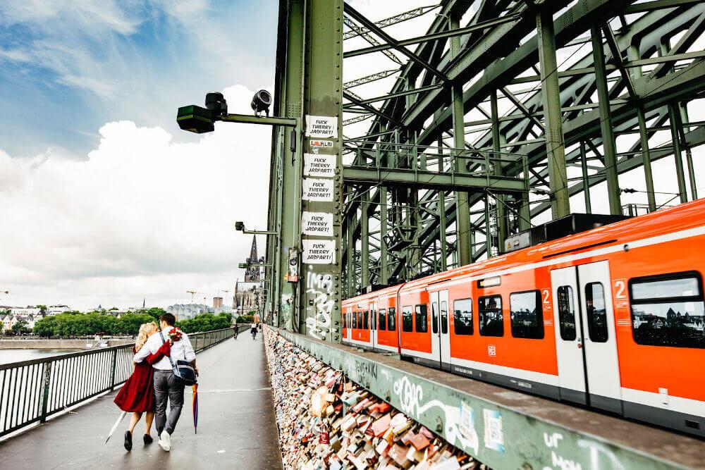Paarshooting Köln Hohenzollernbrücke – gesehen bei frauimmer-herrewig.de