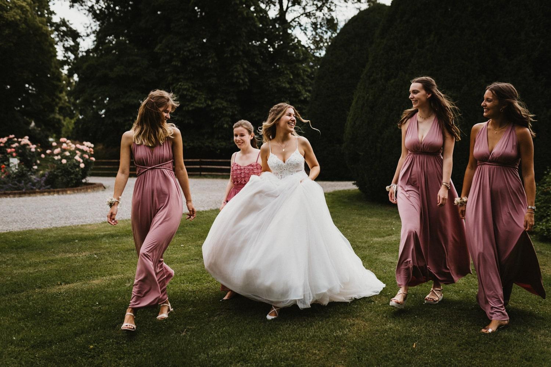 Braut mit Brautjungfern in Altrosa – gesehen bei frauimmer-herrewig.de